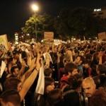 Plaça Catalunya, gent acampada